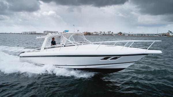 Intrepid 390 Sport Yacht Port Profile