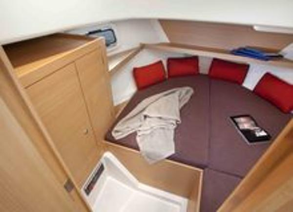 Delphia Escape 800 Cabin