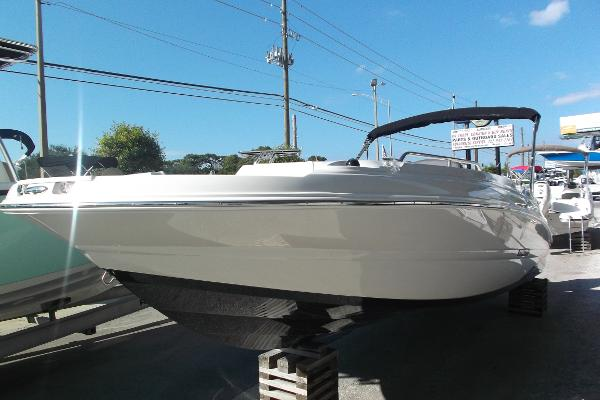 Stingray 212 SC Outboard Deck Boat