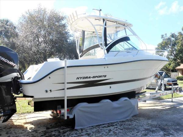 Hydra-Sports 2500 VX Starboard Profile with Triple Axle Trailer