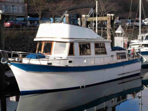 Chien Hwa CHB 34 Tri-Cabin Trawler