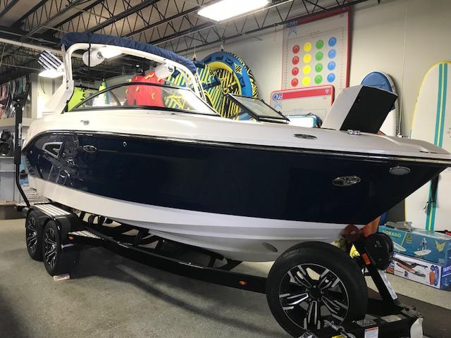 Sea Ray SLX W 230