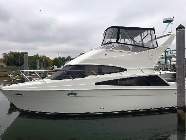 Carver 33 Super Sport Port Side