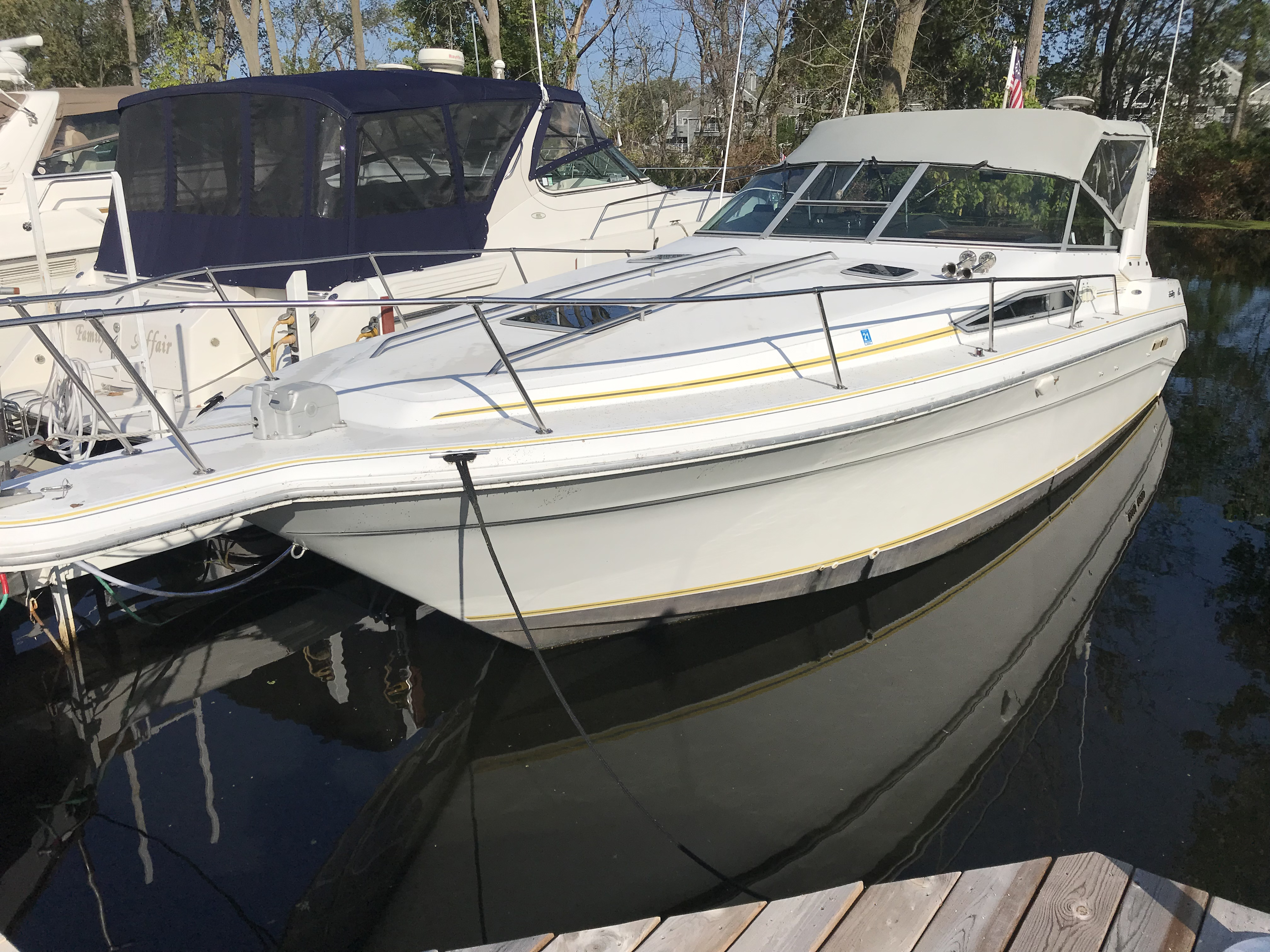 Sea Ray 310 Sundancer Exterior