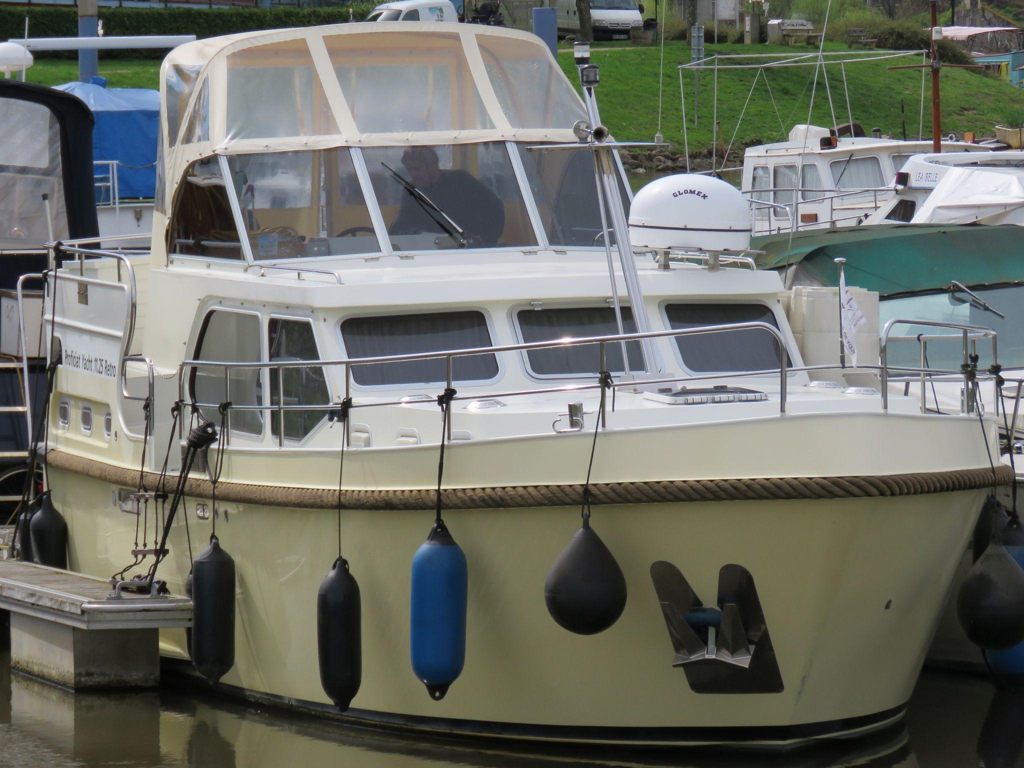 Dutch Motor Cruiser