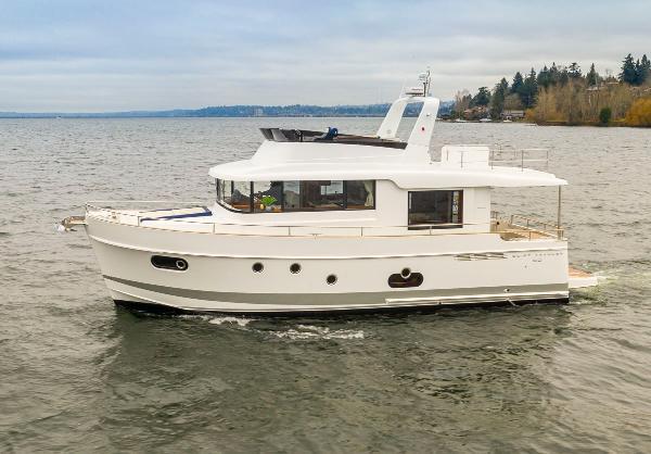 Beneteau Swift Trawler 50 Exterior