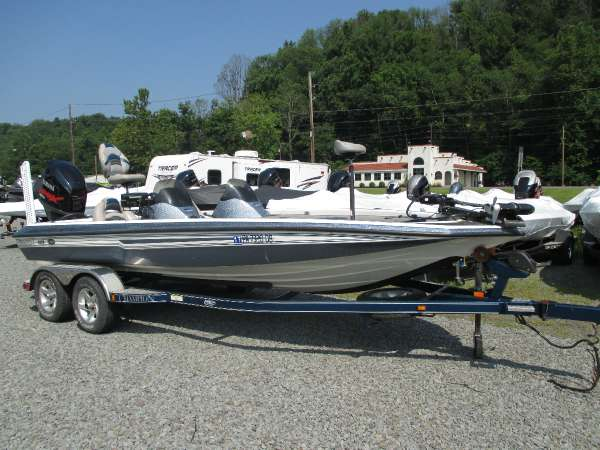 CHAMPION BOATS 210 Elite
