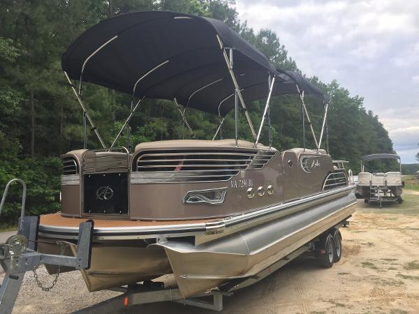 Avalon Ambassador Rear Lounge - 27'