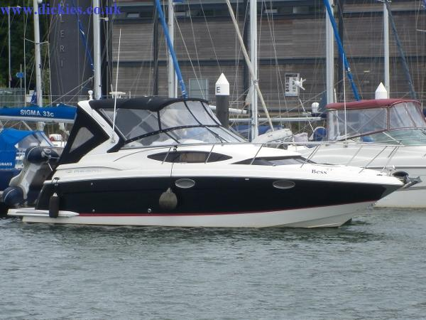 Regal 3060 Express Cruiser
