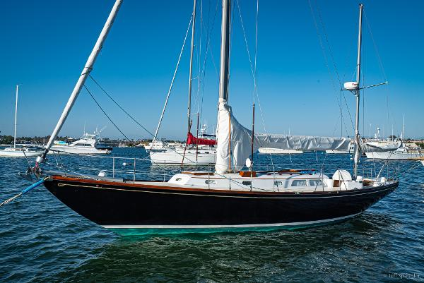 "Hinckley Bermuda 40 Yawl Hinckley Bermuda 40 ""BLACK IRISH"""