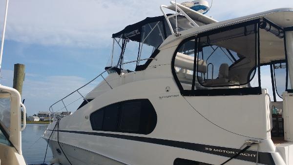 Silverton 39 Motor Yacht port side