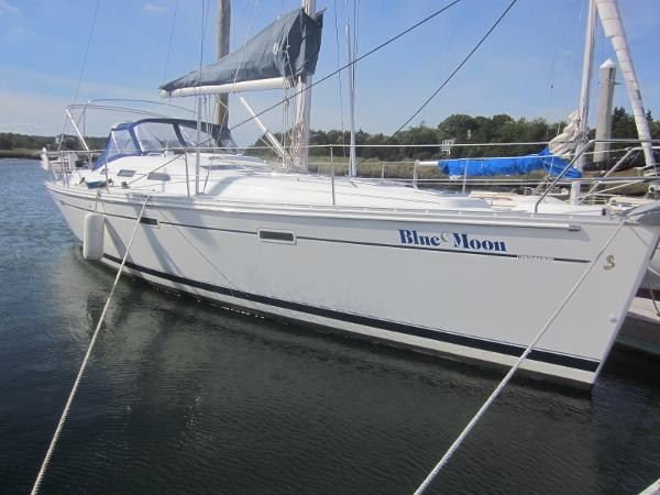 Beneteau Oceanis 393 - Two staterooms Beneteau 393 Blue Moon profile stbd