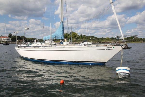 Nautor's Swan 431 S side
