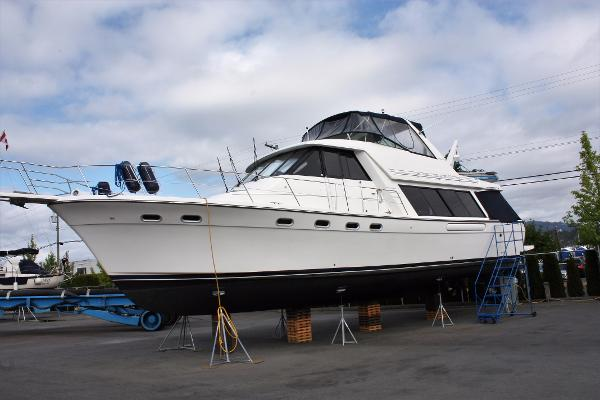 Bayliner 4788 Pilot House Motoryacht Port Profile 1