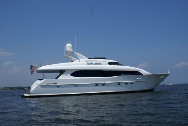 Lazzara Motoryacht Unplugged