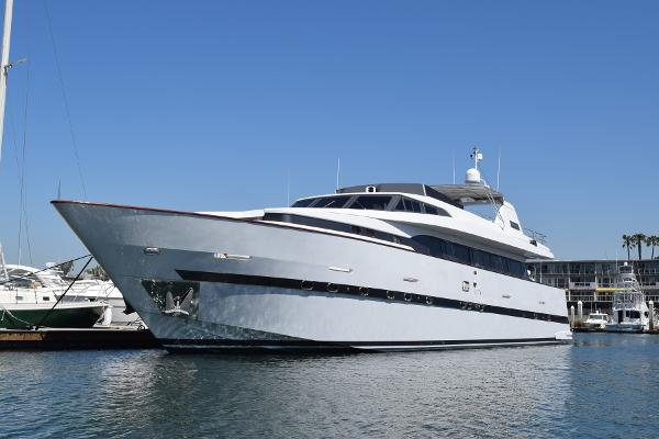 Azimut Starlight As berthed