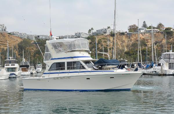Chris-Craft 382 Commander Starboard Profile