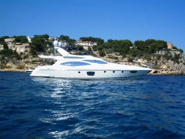 Azimut 68E Side View