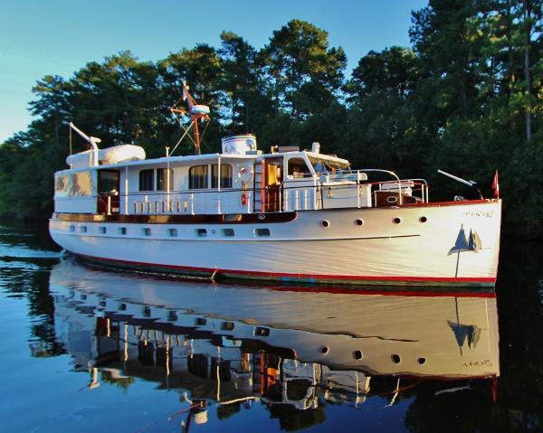 """Trumpy """"61"""" House Boat THE WASHINGTONIAN"""