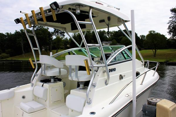 Triton 2690 WA New Leather upholstery makes her look brand new