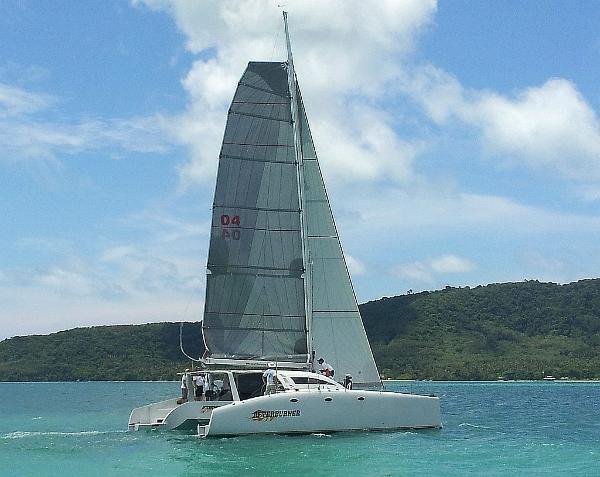 Stealth 12.6 Stealth 12.6 Under sail