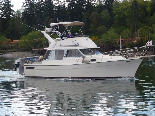 Bayliner 3270 Profile