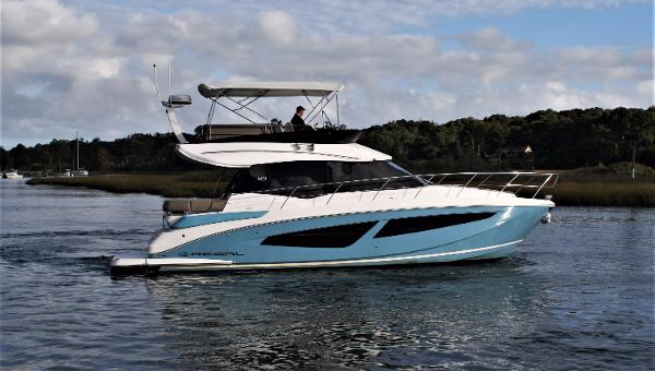 Regal 42 Fly Sport Yacht