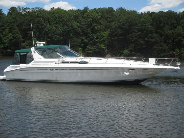 Sea Ray 400 Express Cruiser Starboard View