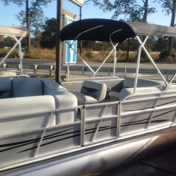 2017 Bentley Pontoon 220 Cruise Rear Entry