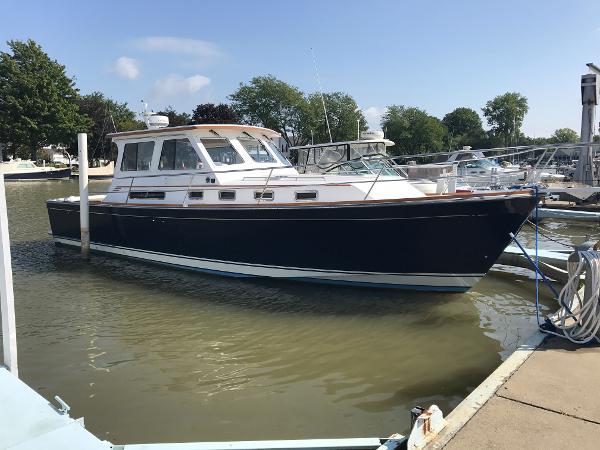Sabreline 36 Hardtop Express Cruiser
