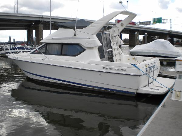 Bayliner 2858 Ciera Command Bridge Port In Water