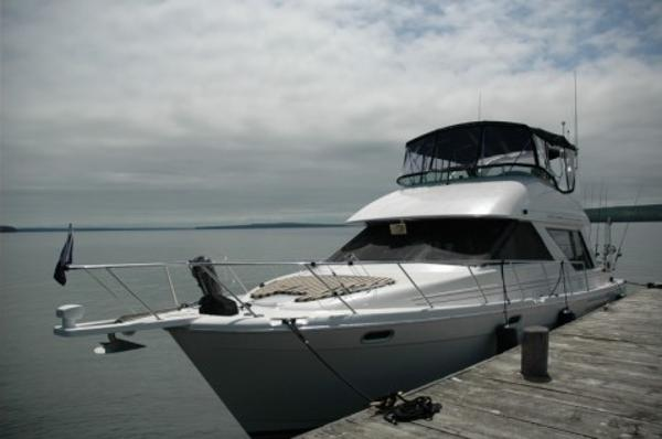 Bayliner 3988 Command Bridge Bayliner 3988 Motor Yacht