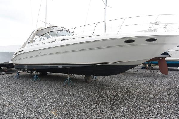 Sea Ray 410 Express Cruiser Starboard Side