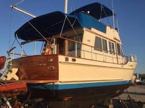 Island Gypsy 36 Sedan Trawler