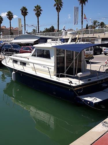 Chris-Craft Commander 31 Exterior