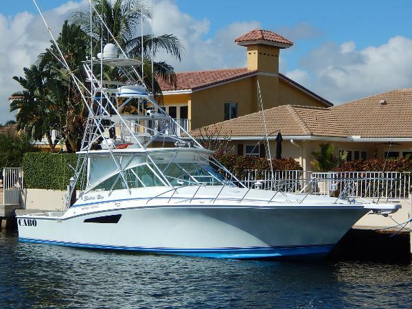 Cabo yachts 45 Express Profile