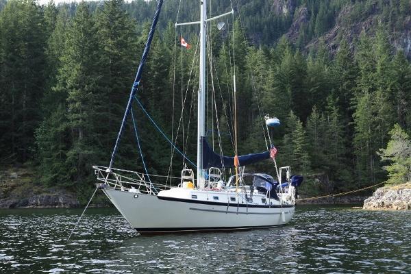 Pacific Seacraft Crealock 37 At anchor