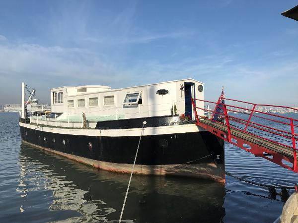 Houseboat Ex MoD Admiralty Ammunition Barge