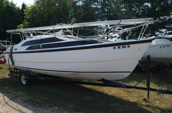 Macgregor 26M Powersailer Starboard side on trailer