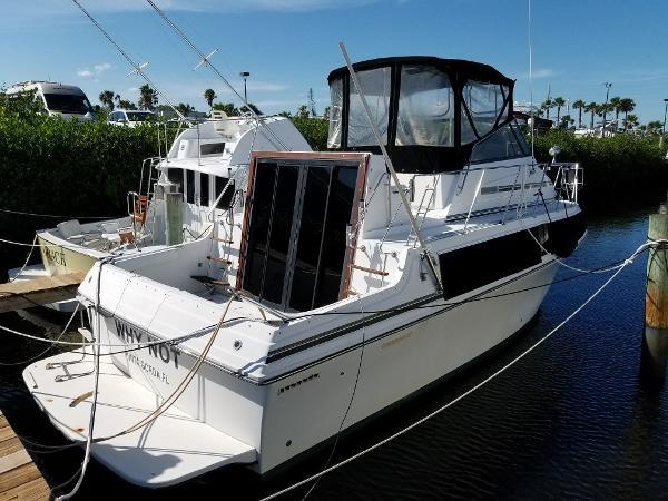 Carver 32 Mariner Starboard Aft Profile