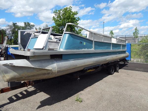 Crest Pontoon Boats 29 Crest IV