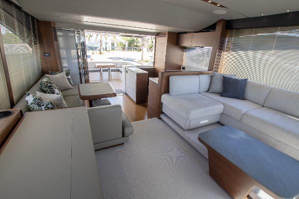 Princess S65 - Deck Saloon