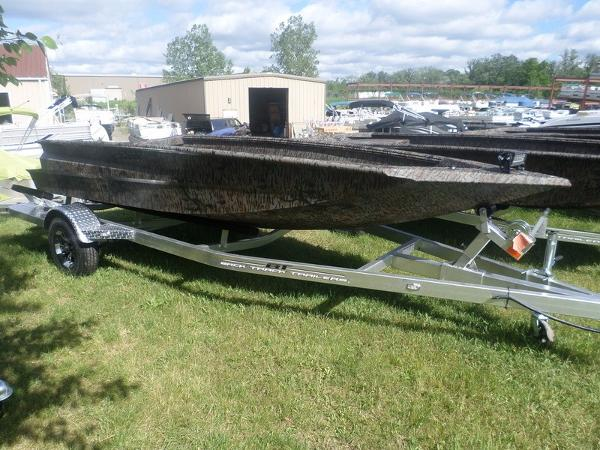 Xpress Boats H16DB