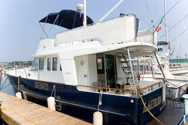 Beneteau Swift Trawler 42 Dock side