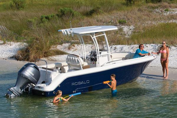 Robalo R222ES Manufacturer Provided Image