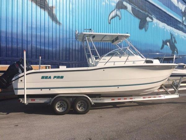 Sea-pro 255 Walk Around