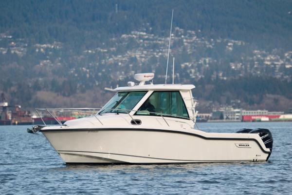 Boston Whaler 285 Conquest Pilothouse Port Profile