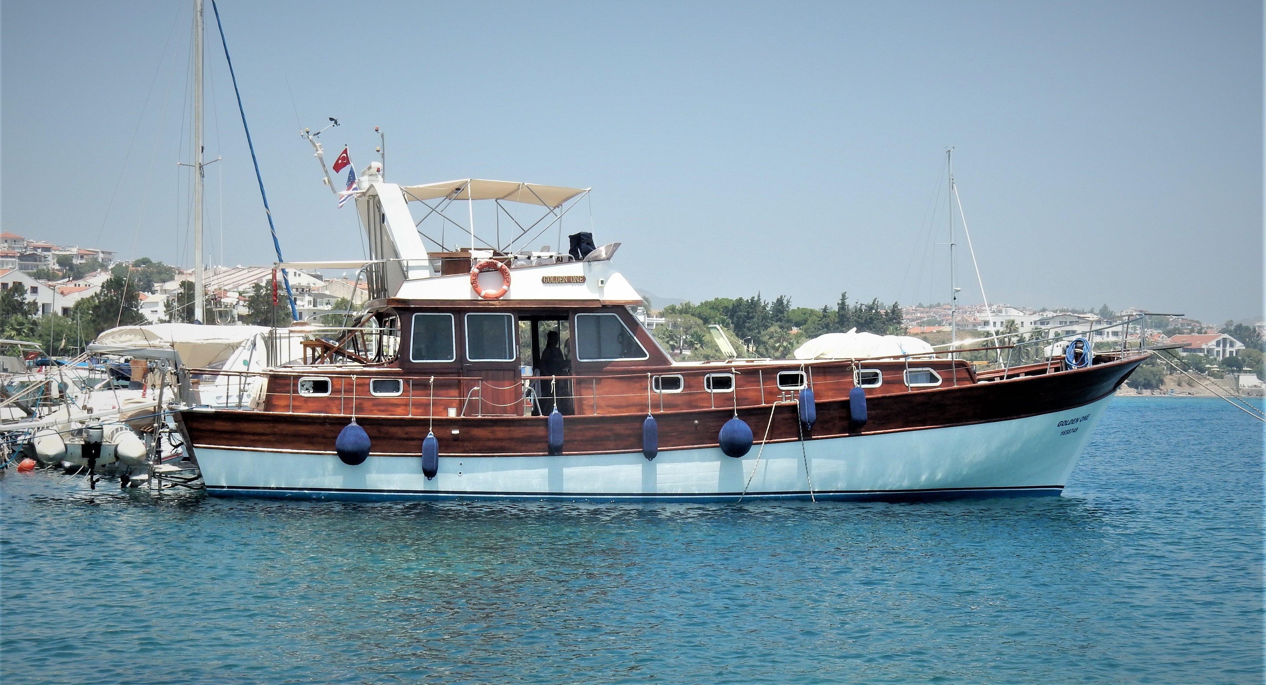 Majoni cruise boat