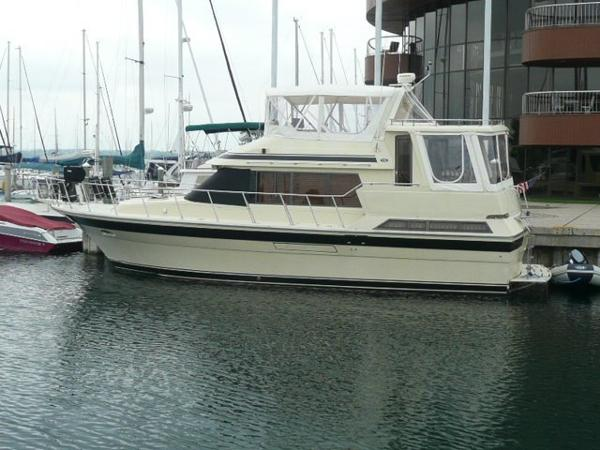 Vista Yachts 43 Port profile