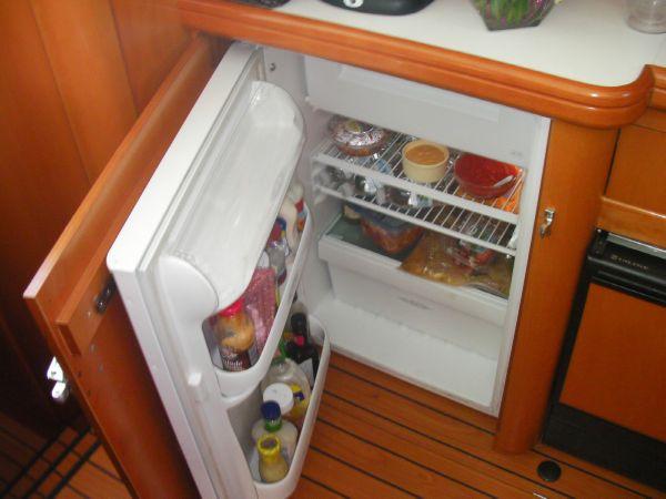 Refrigerator with Freezer